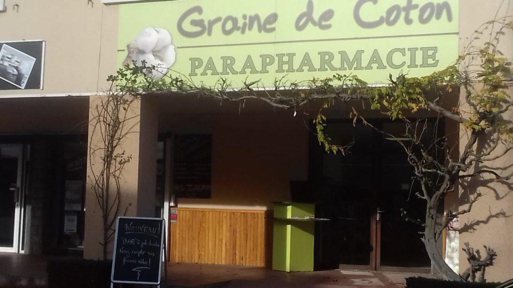 Graine de coton à Arzacq, sous les arcades